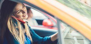 """""""Ritiro immediato della patente a chi guida con il cellulare"""". La proposta della Polstrada"""