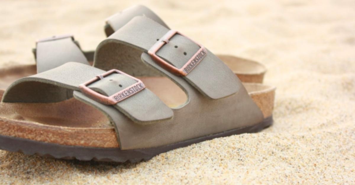 """chi non ha mai desiderato provare un paio di questi """"sandali da fraticelli""""  ormai da qualche anno sdoganati dallo street style e dalle ... 4d6d6ff1b2d"""