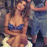 Instagram, Elisabetta Canalis mostra i piedi e i follower ringraziano