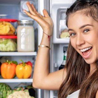 Influencer crudista vegana sorpresa a mangiare pesce fritto