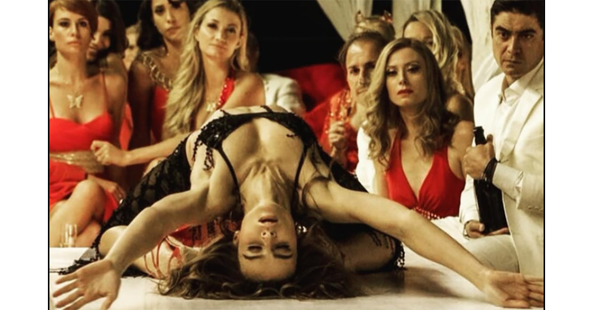 """""""Ho ballato come se non fossi io"""": Kasia Smutniak racconta la celebre scena di """"Loro"""""""