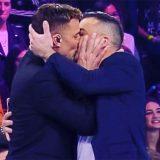 """Amici 18, Pio e Amedeo cantano """"Un, Dos, Tres, Maria"""" e scatta il bacio a Ricky Martin"""