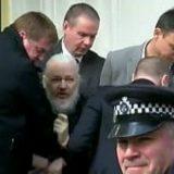 Julian Assange arrestato nell'ambasciata dell'Ecuador a Londra