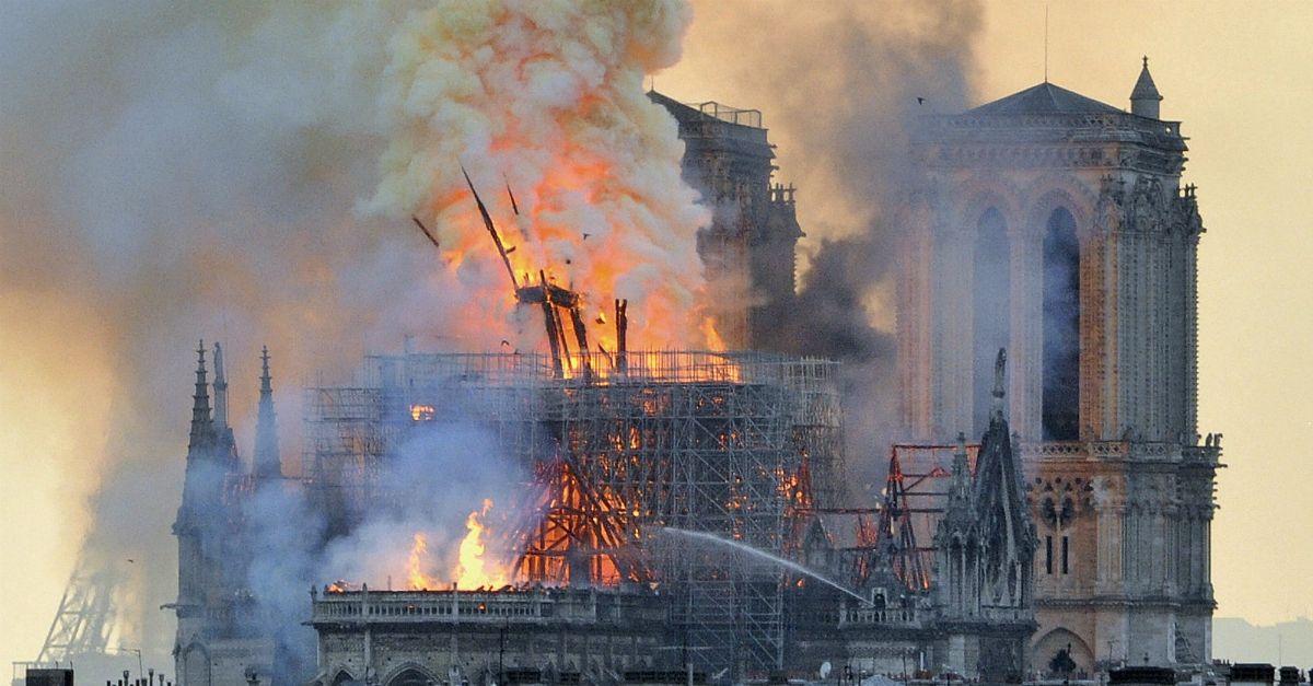 """Incendio di Notre-Dame: """"Sono stati gli illuminati"""". Nuove teorie del complotto dal Trio Medusa"""
