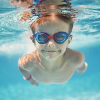 Borsa della piscina: guida agli articoli da non dimenticare