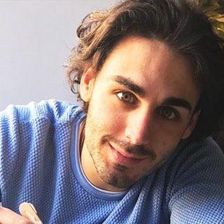 Alberto Urso, vincitore di Amici, alla festa di Radio DEEJAY