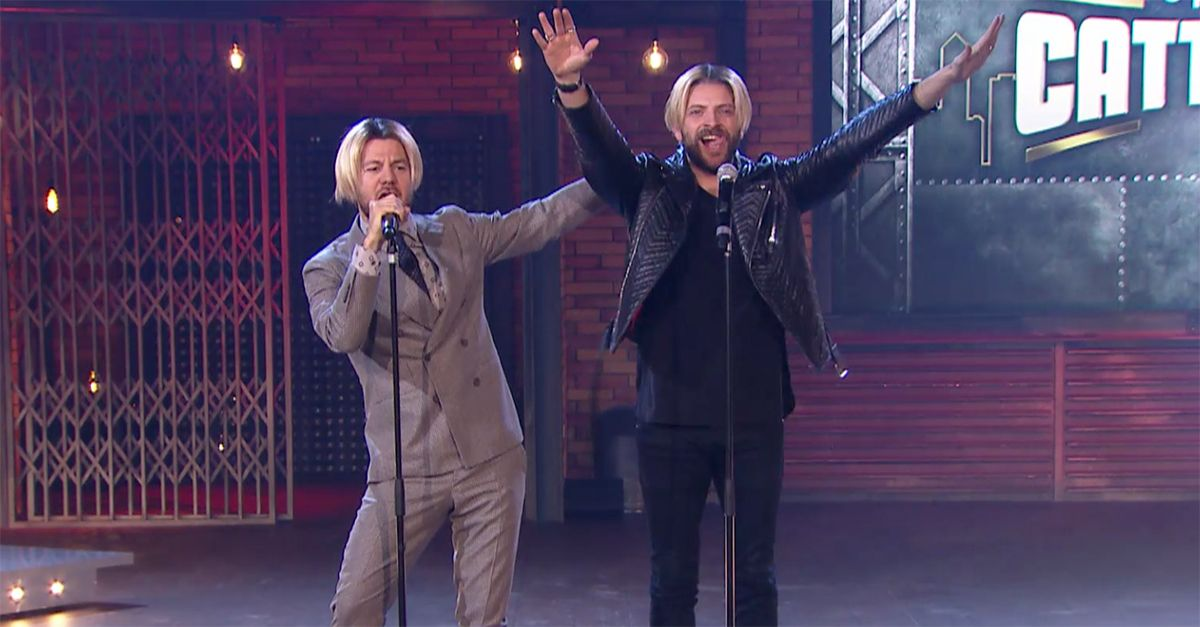 """Epcc, Cattelan e Alessandro Borghi in versione Backstreet Boys: live con """"As Long As You Love Me"""""""