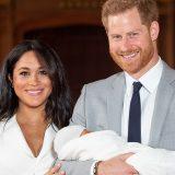 Meghan e Harry mostrano il loro bimbo: le prime foto del Royal Baby
