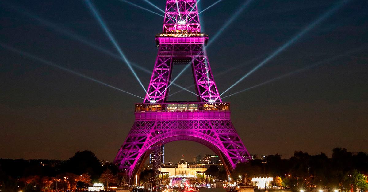 La Tour Eiffel festeggia i 130 anni con uno spettacolo di suoni e luci pazzesco