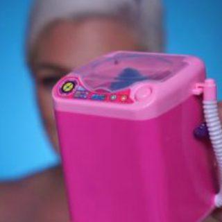 Tutti parlano di lei: la lavatrice per le beauty blender