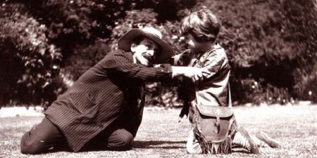 J._M._Barrie_playing_Neverland_with_Michael_Llewelyn_Davies