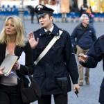 Flavia Vento scende in piazza e viene cacciata dai carabinieri