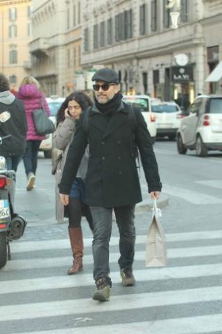 Modugno da record, Beppe Fiorello assediato dai flash