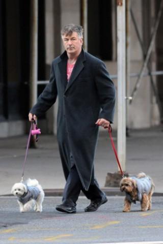 Alec Baldwin, dog sitter con poco stile