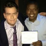 Festa per Charlie Sheen, diplomato a 48 anni