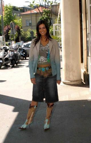 Manuela Arcuri, ma come ti vesti?