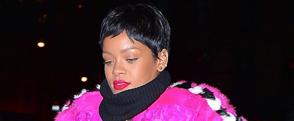 Rihanna nel video di Eminem sempre sexy anche versione dottoressa