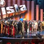 La pista con Flavio Insinna, Nino Frassica balla il Tuca Tuca