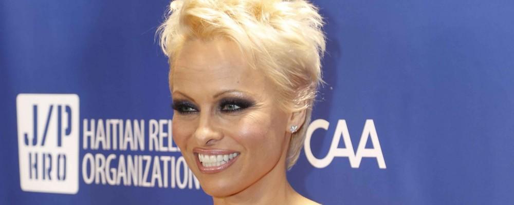 Pamela Anderson affronta l'epatite C: la sua 'condanna a morte'