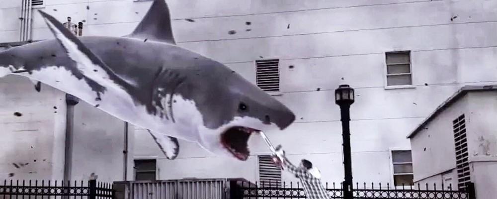 """Sharknado, il """"migliore"""" trash di sempre tra squali e motoseghe"""