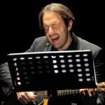 Neri Marcorè in concerto prima di tornare in tv con Questo nostro amore 2