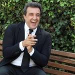 Flavio Insinna, Affari tuoi non basta: dal libro La macchina della felicità alla fiction