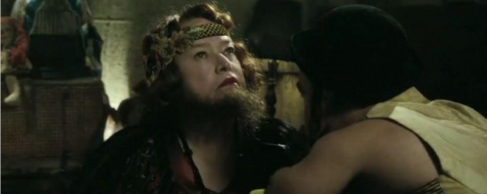 AHS Freak Show, il primo trailer: Kathy Bates è la donna barbuta, Sarah Paulson ha due teste