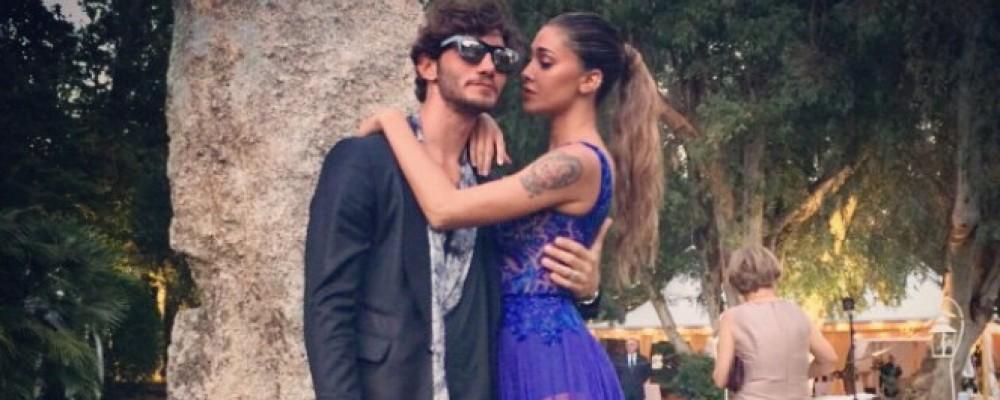 Belen Rodriguez al matrimonio di Elisabetta Canalis: super sexy in abito blu