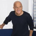 Rischiatutto, Claudio Bisio materia vivente della quinta puntata