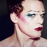 Michael C. Hall regina glam rock grazie al musical Hedwig