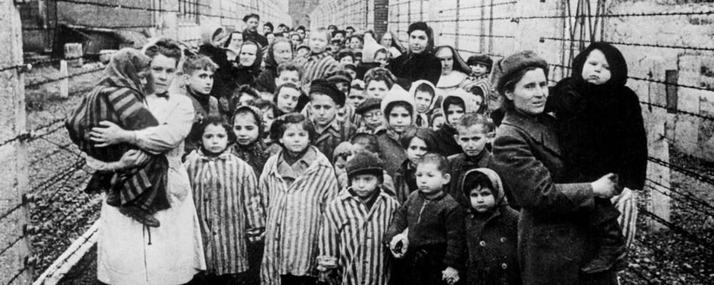 """Giornata della memoria: """"Memory of the Camps"""", il documentario choc di Alfred Hitchcock"""
