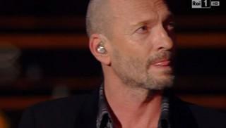 Biagio Antonacci, a Sanremo 2015 tra linguette ed omaggi