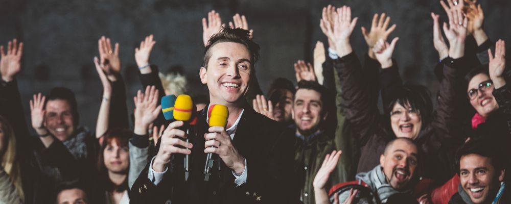 Karaoke, torna lo show itinerante su Italia1: presenta Angelo Pintus
