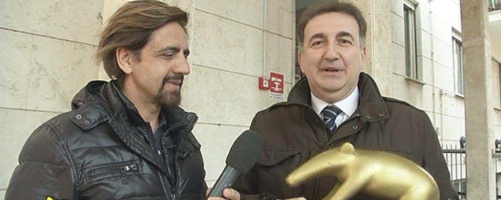 Striscia la notizia, Tapiro a Roberto Giacobbo per i falsi roghi di Caronia