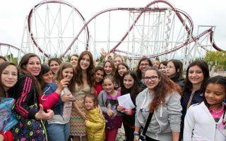 Clara Alonso incontra le V- Lovers a Rainbow Magicland