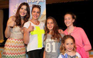 Clara Alonso incontra le V- Lovers a Rainbow Magicland