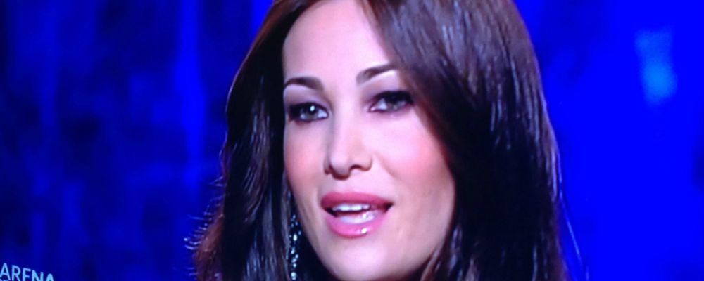 """Manuela Arcuri a L'Arena: """"Sono mamma, non c'è niente di più bello"""". E si vede il vero volto di Gabriel Garko"""
