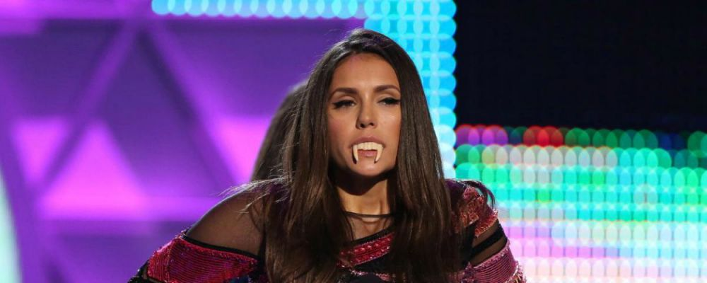 L'addio definitivo di Nina Dobrev a The Vampire Diaries, relazioni a rischio in The Big Bang Theory