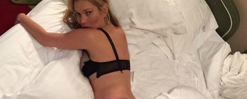 Kate Moss e Cara Delevingne, su Instagram gli scatti hot in albergo