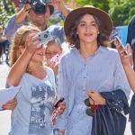 Martina Stoessel, la Violetta della Disney assediata dalle fans a Venezia