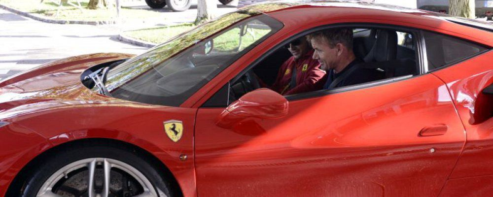Gordon Ramsay in visita a Maranello prova la Ferrari