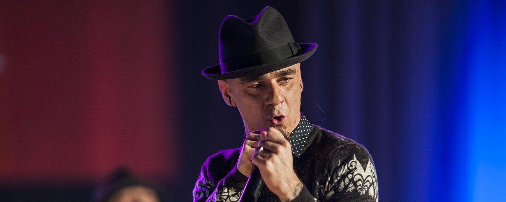 """Maurizio Costanzo Show, J-Ax contro The Voice: """"Ecco perché me ne sono andato"""""""