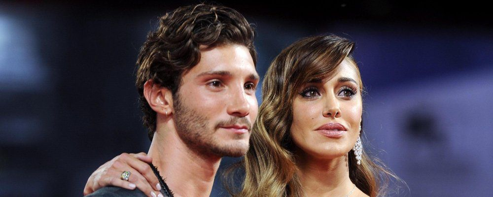 Belen Rodriguez e Stefano De Martino baci in aeroporto: è di nuovo amore
