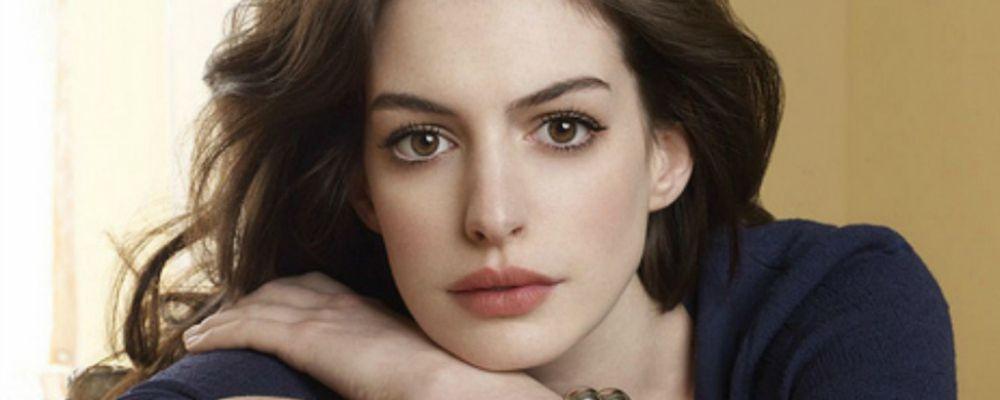 Anne Hathaway è incinta: la foto con il pancione