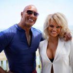 Baywatch, foto dal set: Pamela Anderson con Dwayne Johnson dopo David Hasselhoff
