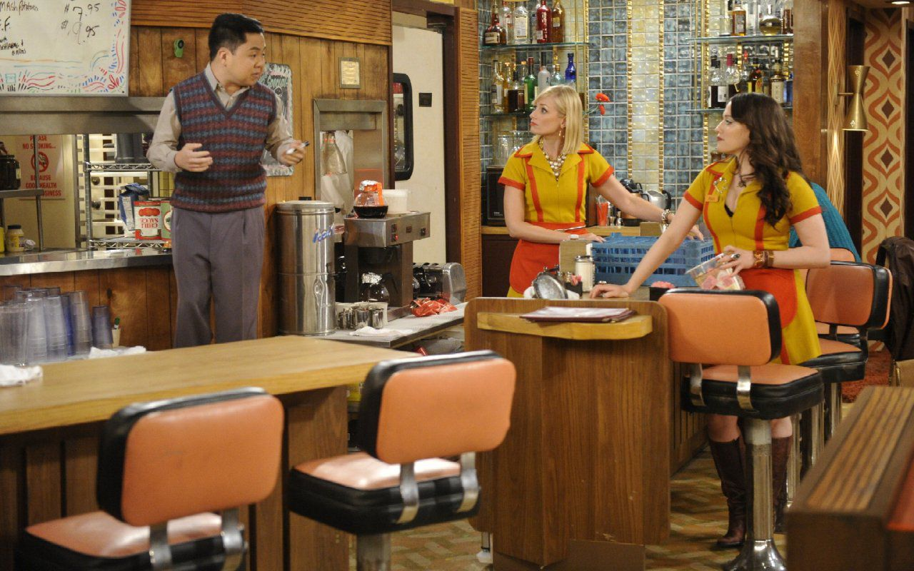 Kat Dennings |  la Max di 2 Broke Girls nella comedy di Hulu Dollface