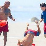 Zac Efron: la caduta nella corsa con gli altri protagonisti di Baywatch