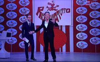 Rischiatutto, Fiorello show: 'Nel prossimo revival Renzi presenterà la Ruota della fortuna'