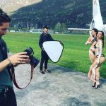 Uomini e Donne, Ludovica Valli e la sorella Beatrice Valli: shooting in costume con Alex Belli