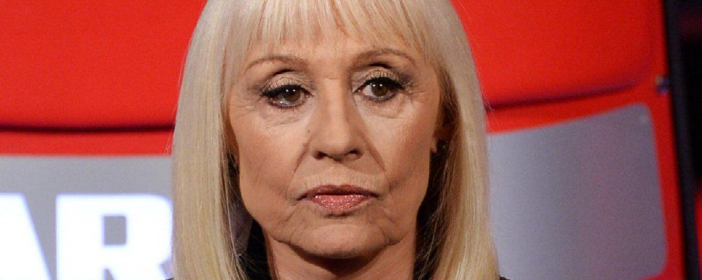 Raffaella Carrà torna in tv: 'Se sei donna ogni tanto ti devi togliere dai piedi'